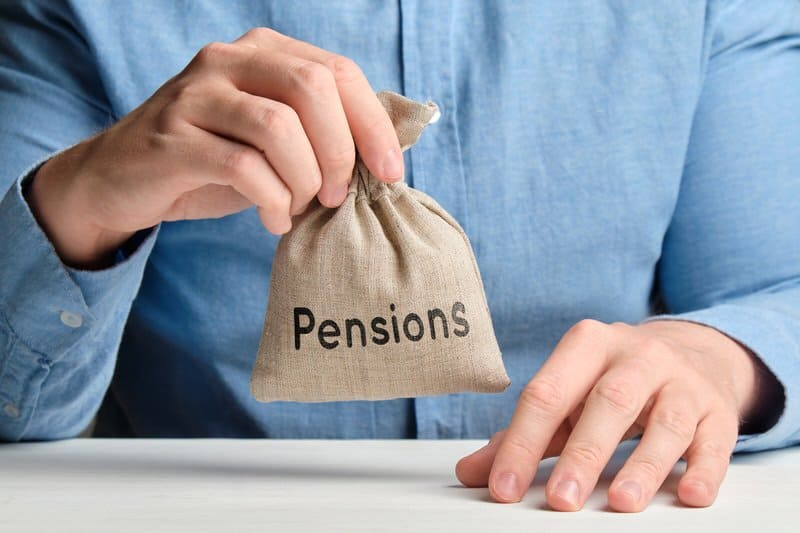 Which Is Better Pension Or 401k?