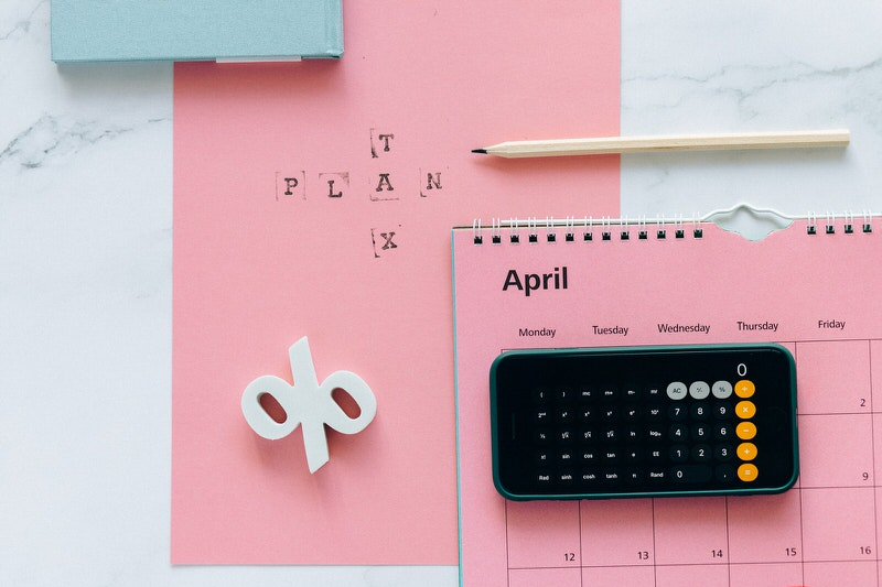 A calendar on the month of April, representing the last day (15th) to file a US tax return.